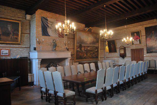 Intérieur mairie Hondschoote.jpg